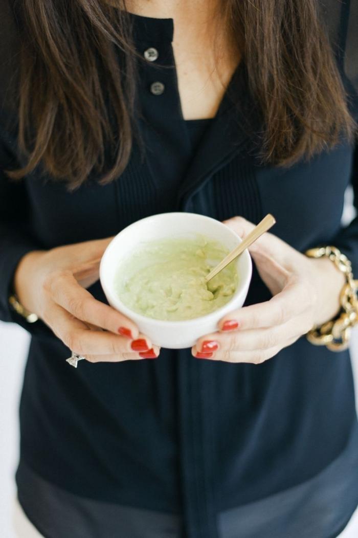 recette de masque miel, avocat et yaourt à effet hydratant pour nettoyer tout en douceur la peau déshydratée