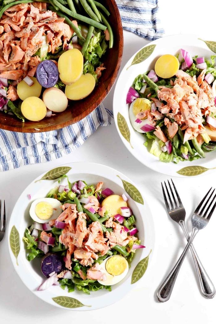 recette estivale de salade niçoise au saumon, de haricots verts, oeufs dures et laitue
