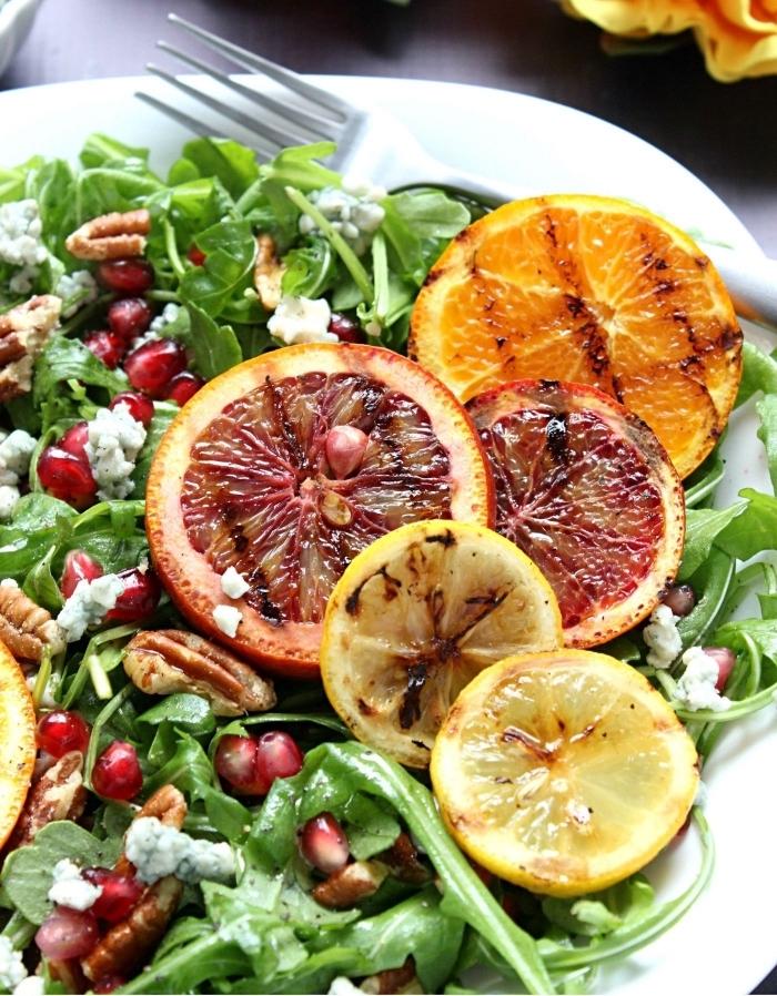 salade fraicheur vitaminée aux agrumes grillées, de roquette, grenade, fromage de feta et noix de pécan