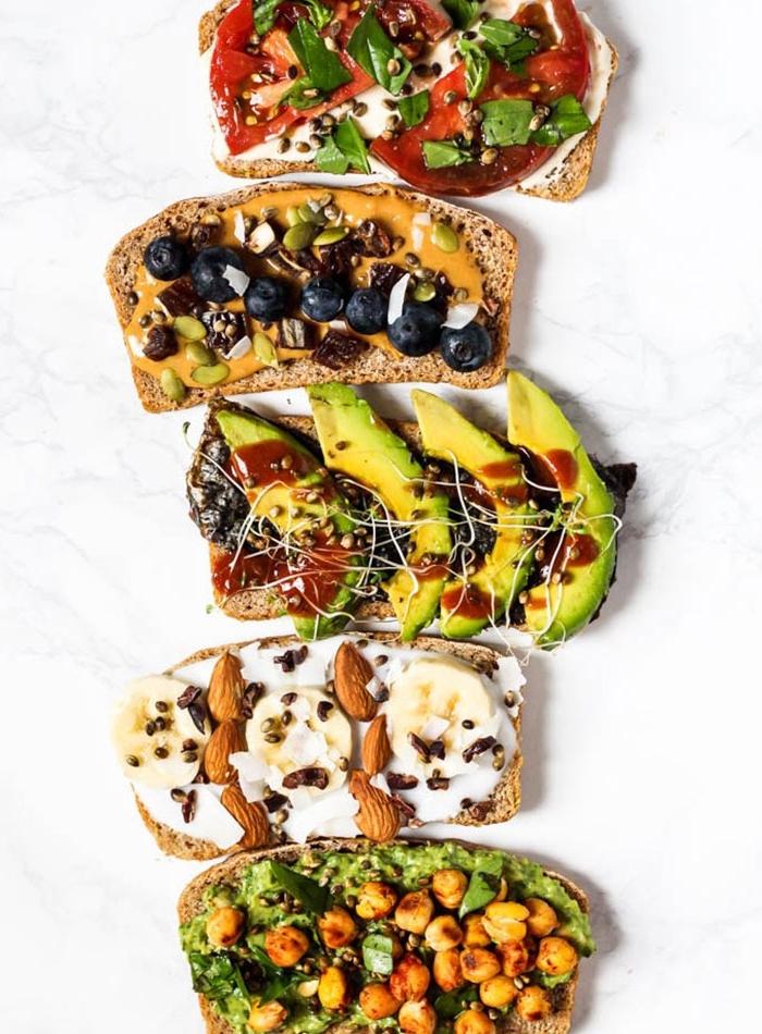 cinq recettes de tartine végétalien originale en version salée ou sucrée, etre vegan, idées de recettes nutritionnelles et saines
