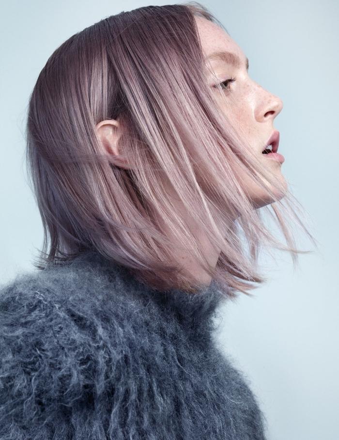 idée coiffure pour cheveux mi-longs de couleur de base châtain foncé aux pointes éclaircis avec mèches rose et gris