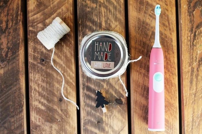les meilleures recettes de dentifrice fait-maison, fabriquer dentifrice à offrir comme cadeau de noël personnalisé à la fois pratique et original