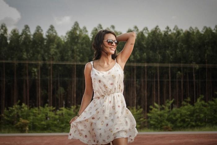 Belle robe fluide femme robe droite fluide robe d'été à porter cette année bohème blanche robe courte fleurie