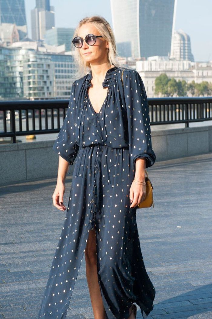 Comment être bien habillée robe longue fendue robe longue ete femme tenue d aujourd hui bleu robe à blanches pois