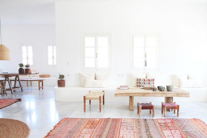 Deco rose poudré chambre rose et gris intérieur cosy salon cool idée intérieur chic tapis cool motifs géométriques tribals