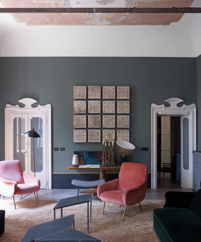 salon moderne qui mixe les époques et les matières pour un aspect à la fois chic et original, de quelle couleur peindre encadrement porte