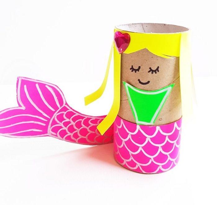 activité manuelle primaire pour enfants, bricolage avec rouleau de papier toilette et papier coloré pour faire une sirène de mer