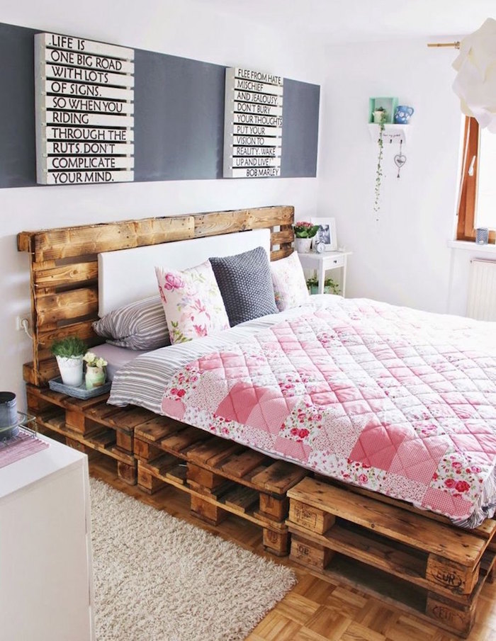 1001 id es sommier en palette voici une pile d 39 id es pour un lit diy. Black Bedroom Furniture Sets. Home Design Ideas
