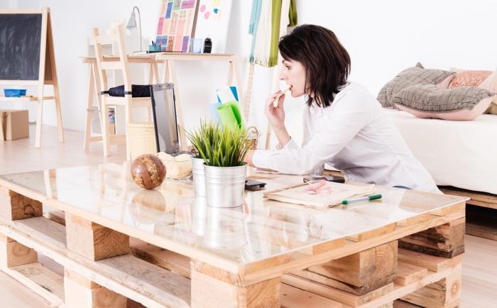 fabriquer une table basse avec des palettes récupérer vous permet d'apporter une touche d'originalité et d'authenticité dans votre maison