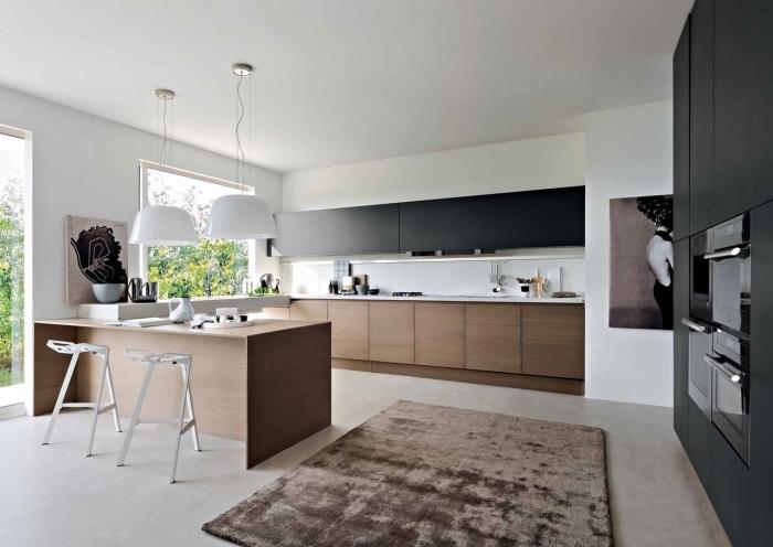 idée comment équipée une cuisine blanche avec meubles de bois clair, déco de cuisine avec ilot central table à manger