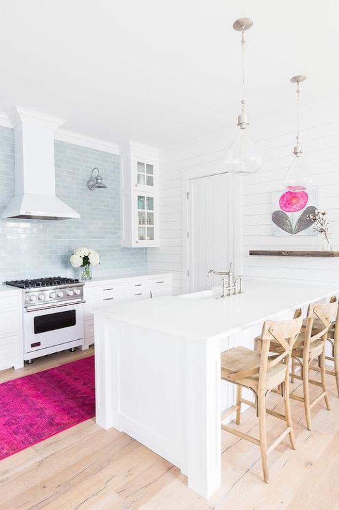Quelle couleur associer au rose poudre chambre gris et rose cool idée déco cuisine blanche tapis rose peinture rose