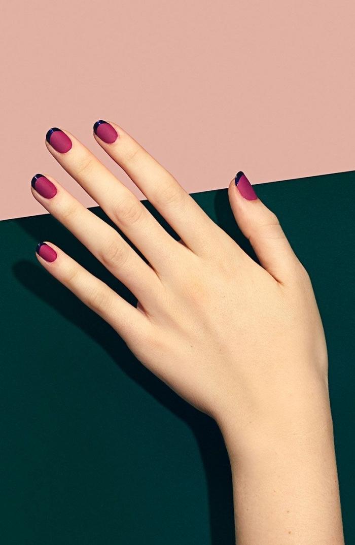 idée pour faire une manucure french en couleurs, modele ongle nail art de base bordeaux mate avec bouts en noir brillant