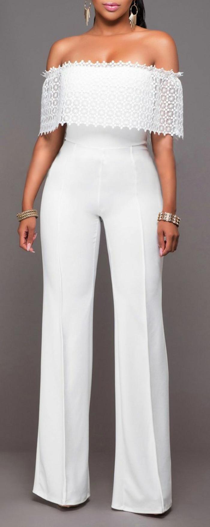 combishort mariage blanc, tailleur pantalon femme chic pour mariage, épaules dénudées, tenue ceremonie femme, col bateau en dentelle blanche raffinée