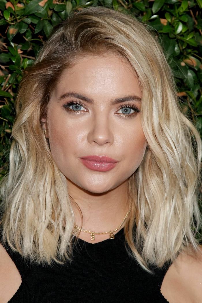 sombré hair blond, tie and dye blond platine, éclaircissemnt progressif des cheveux