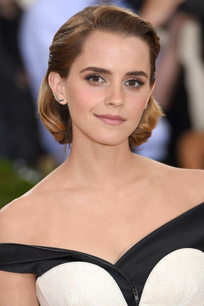 tie and dye sur brune, cheveux coiffure carré de Emma Watson, robe de gala