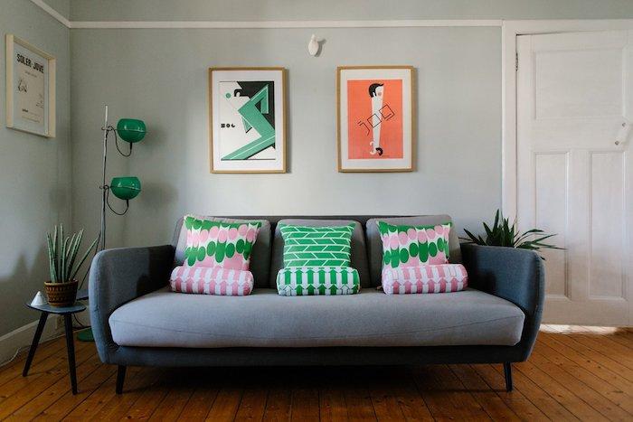 Chambre fille deco rose poudré peinture deco rose pale originale canapé gris tableaux modernes
