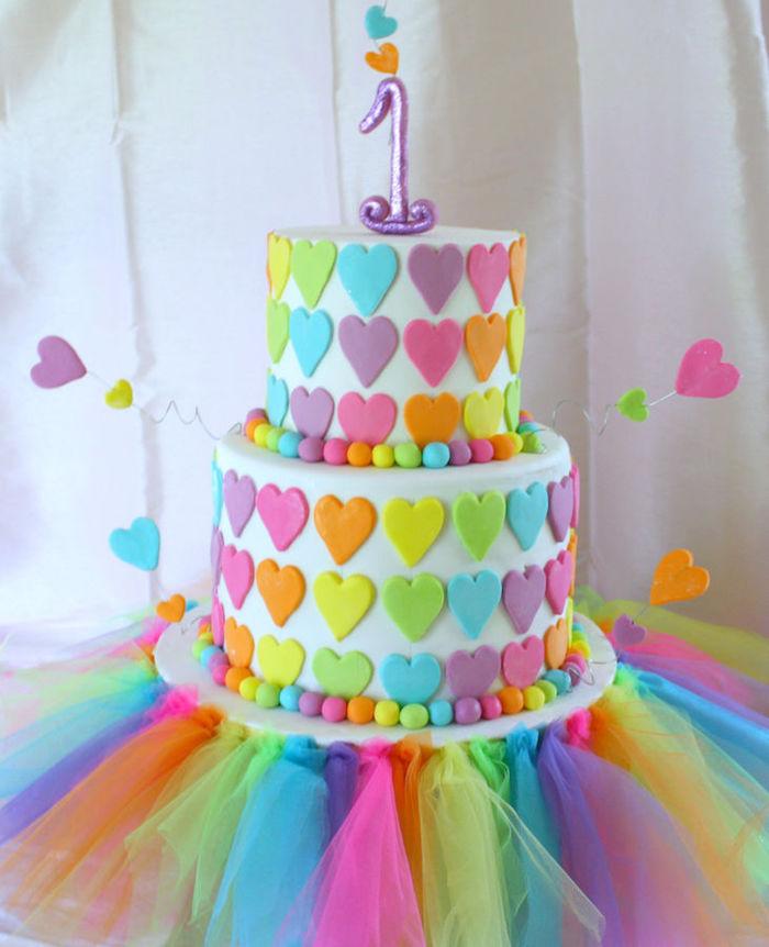 Gateau d'anniversaire fille gâteau coloré 1 an bébé grand party dessert facile et rapide cool idée donner du sourire
