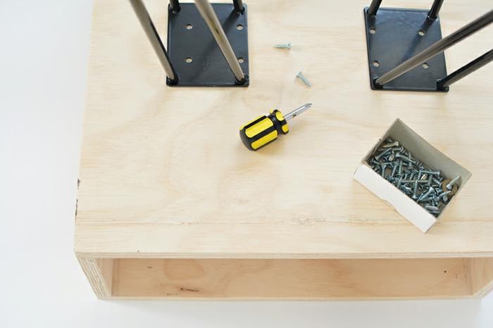 bricolez une table de chevet originale pour votre chambre plusieurs ides pratiques with table de. Black Bedroom Furniture Sets. Home Design Ideas