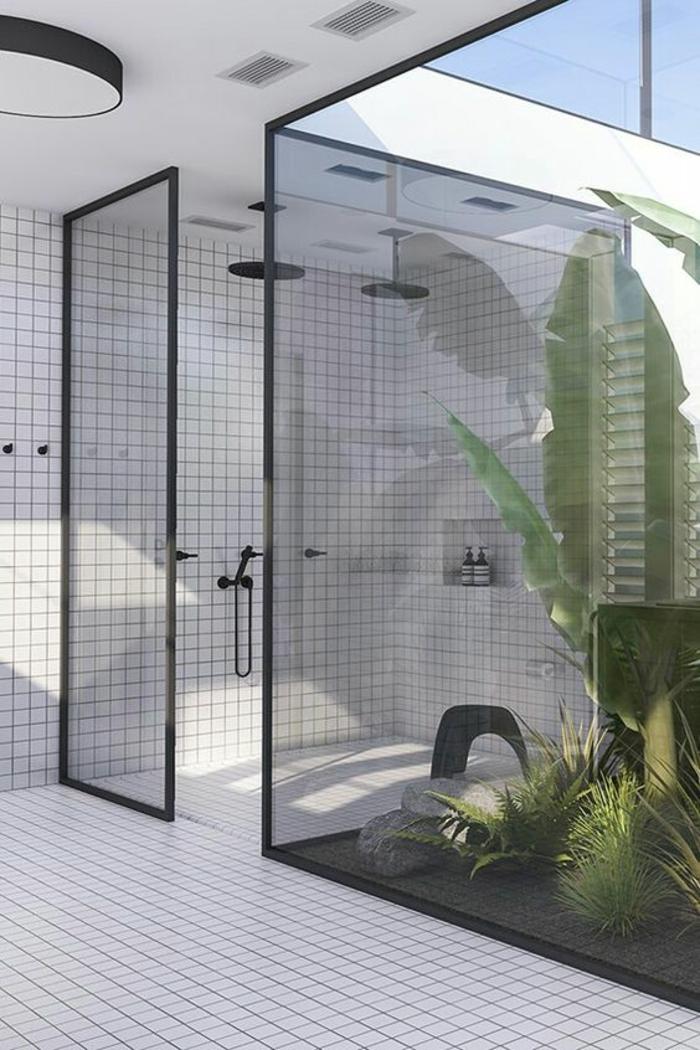 verriere salle de bain, cloison verriere, porte verriere, plafond blanc avec luminaire rond en métal noir et verre opaque blanc, carrelage blanc petite taille