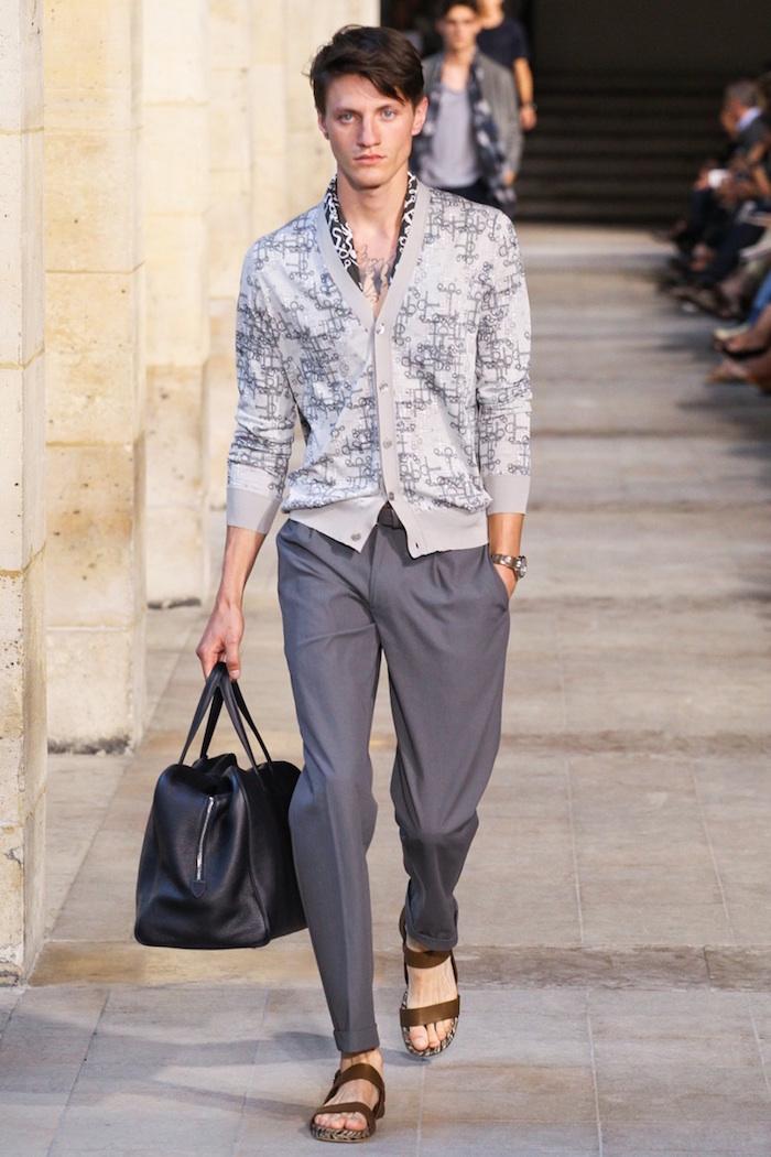 tenue casual chic homme hermès style décontracté chic avec pullet pantalon costume gris