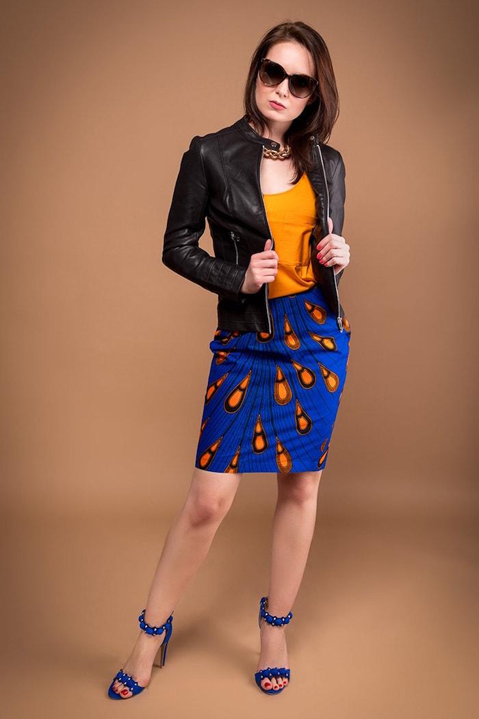 jupe mi longue africaine avec imprimé wax bleu orange plume de paon