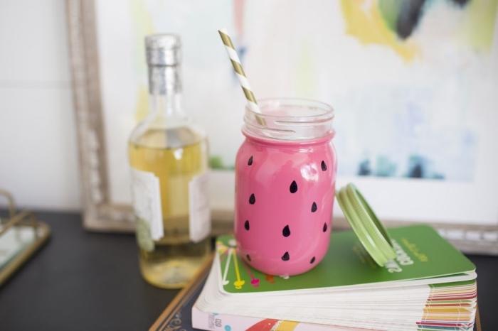 modèle de jar à boisson fraîche personnalisé avec une couche de peinture rose et dessin noirs à design pastèque