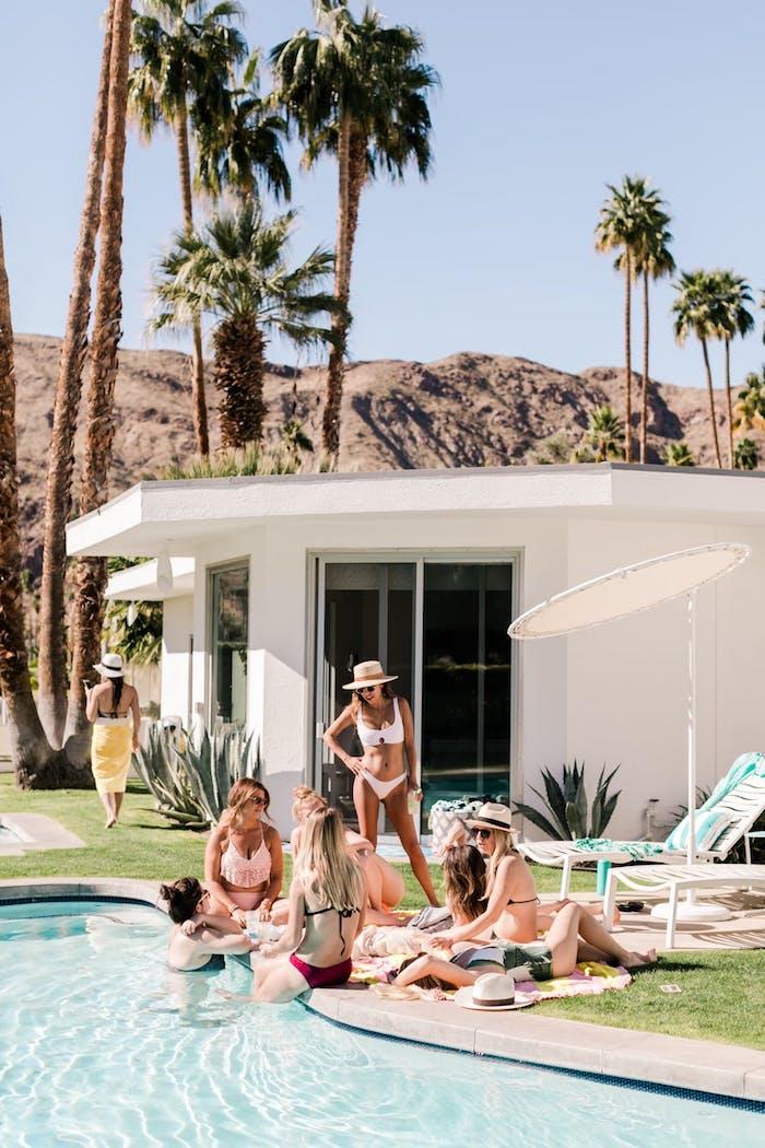 Week end enterrement de vie de jeune fille idee d enterrement de vie de jeune fille chouette idée airbnb avec piscine et belle vue