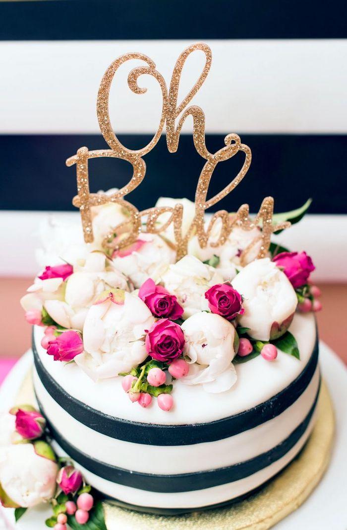 Beau gateau baby shower en noir et blanc avec décoration de fleurs gâteau baby shower doré sign gateau pate a sucre baby shower