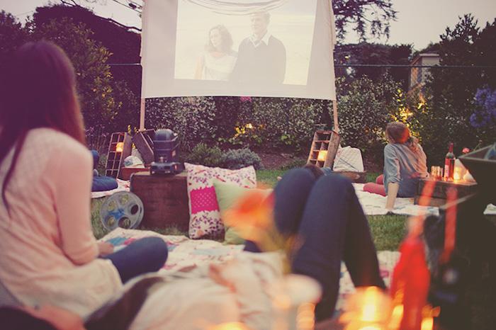 Activité enterrement de vie de jeune fille organisation evjf programme organiser une soirée de films en plein air cool idée