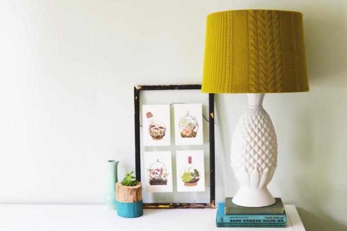modèle de lampe de chevet personnalisés à design ananas avec une déco en tissu crochet de couleur jaune moutarde