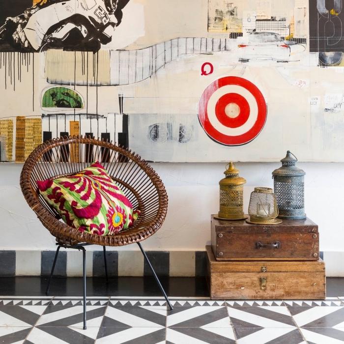 exemple de déco traditionnelle avec objets ethniques, idée comment aménager un salon avec éléments tribal