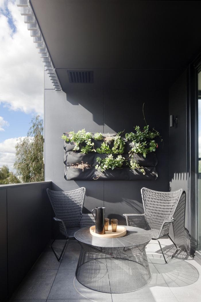 système de mur vegetal exterieur avec poches, idéal pour les petits espaces, idées pour l'aménagement d'un petit balcon moderne et sophistiqué