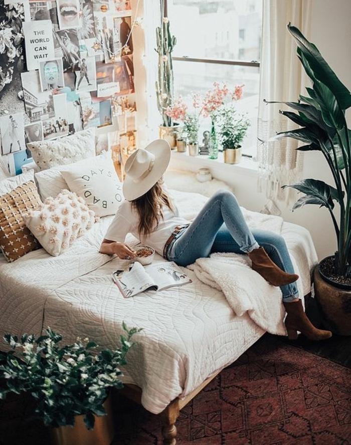 Chambre 12m2, deco chambre adulte, idée pour aménager une petite chambre à coucher, fille sur le lit, style bohème chic