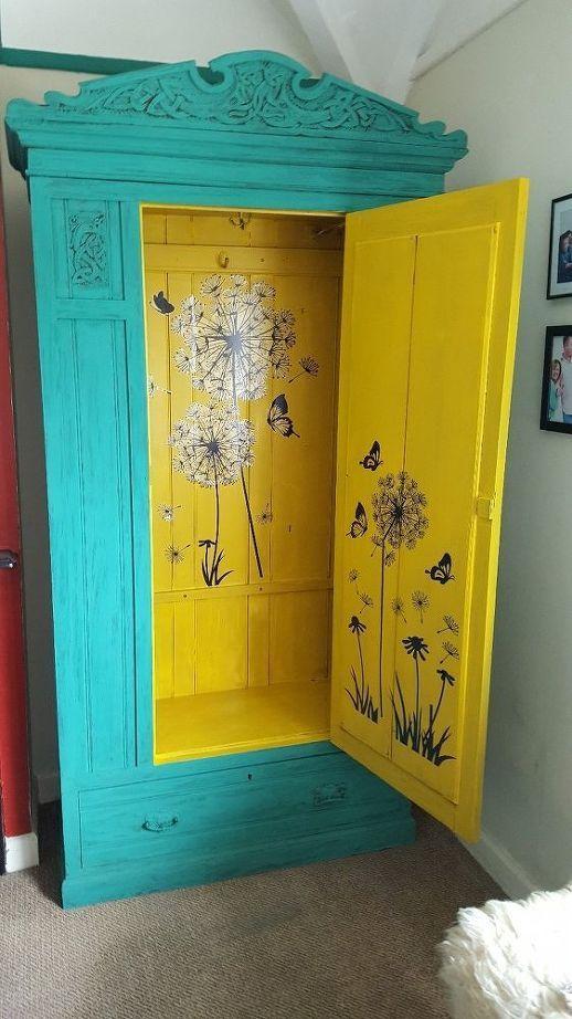 meuble ancien vintage, grande armoire en bleu turquoise et jaune, motifs grands pissenlits, moderniser meuble ancien en couleurs pastels