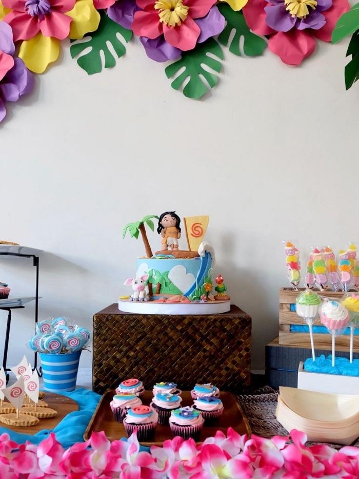 décorer un dessert surprise pour anniversaire d'enfant avec une figurine vaiana gateau, déco sur le thème Disney