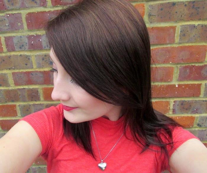 balayage coloration marron glace sur coiffure simple cheveux mi long femme