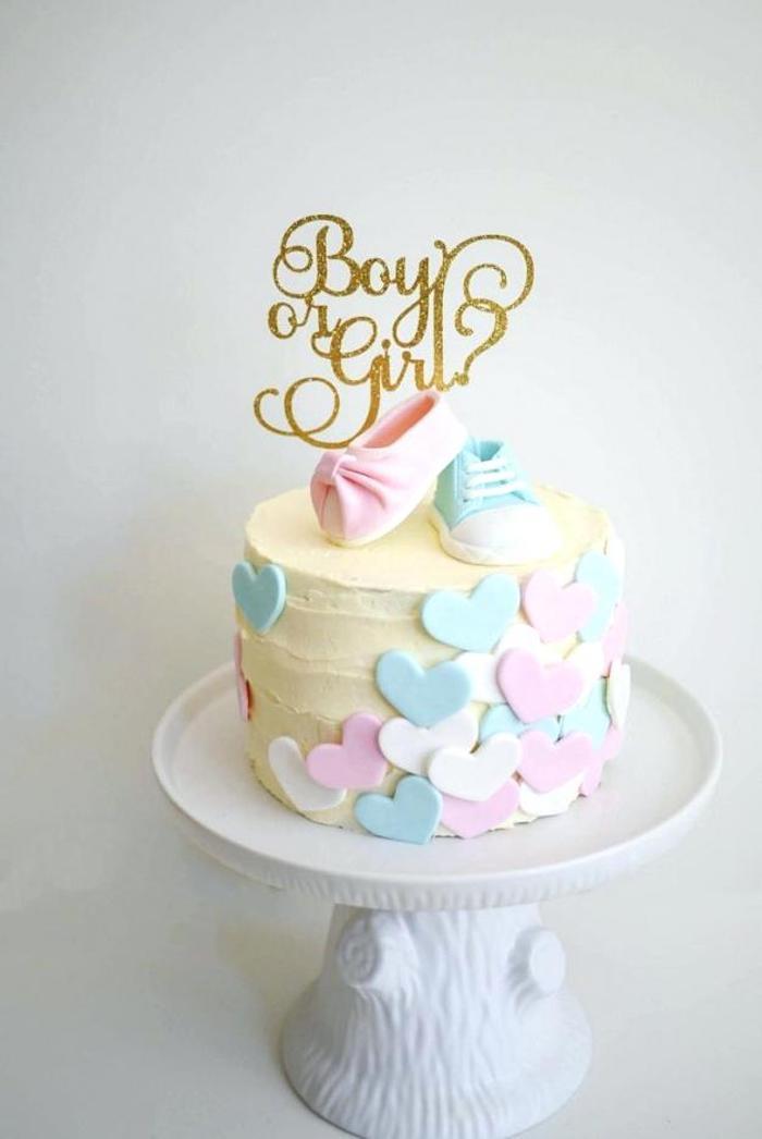 Gateau baby shower fille ou garçon originale idée gâteau baby shower devinette gateau bapteme décoration basket ou ballet chaussures bebe en pate à sucre