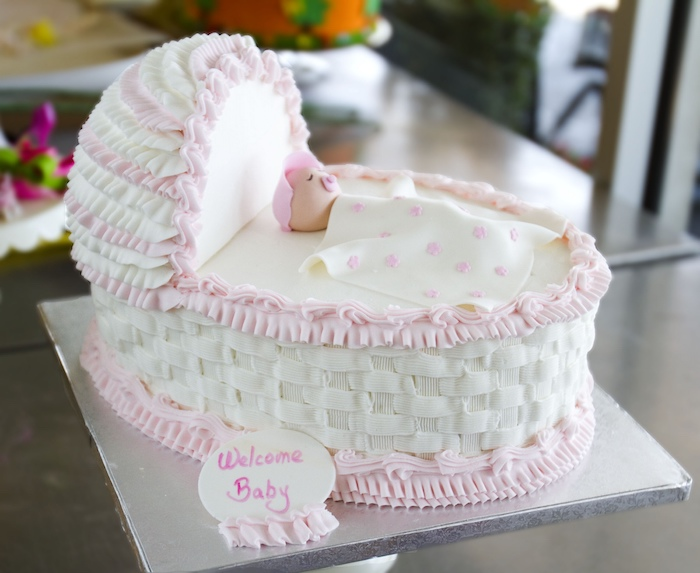 Belle decoration gateau shower bebe gateau naissance originale gâteau baby shower design bebe dans son lit