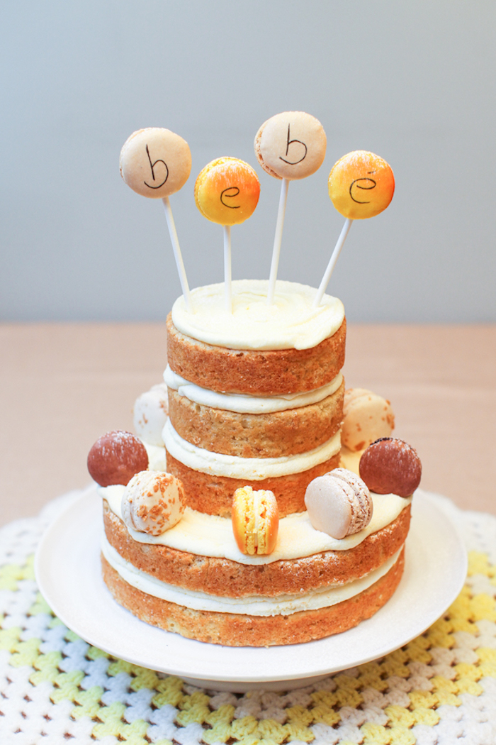 Patisserie baby shower gateau baby shower cool idée pour les mères gateau simple sans couverture décoration en macarons