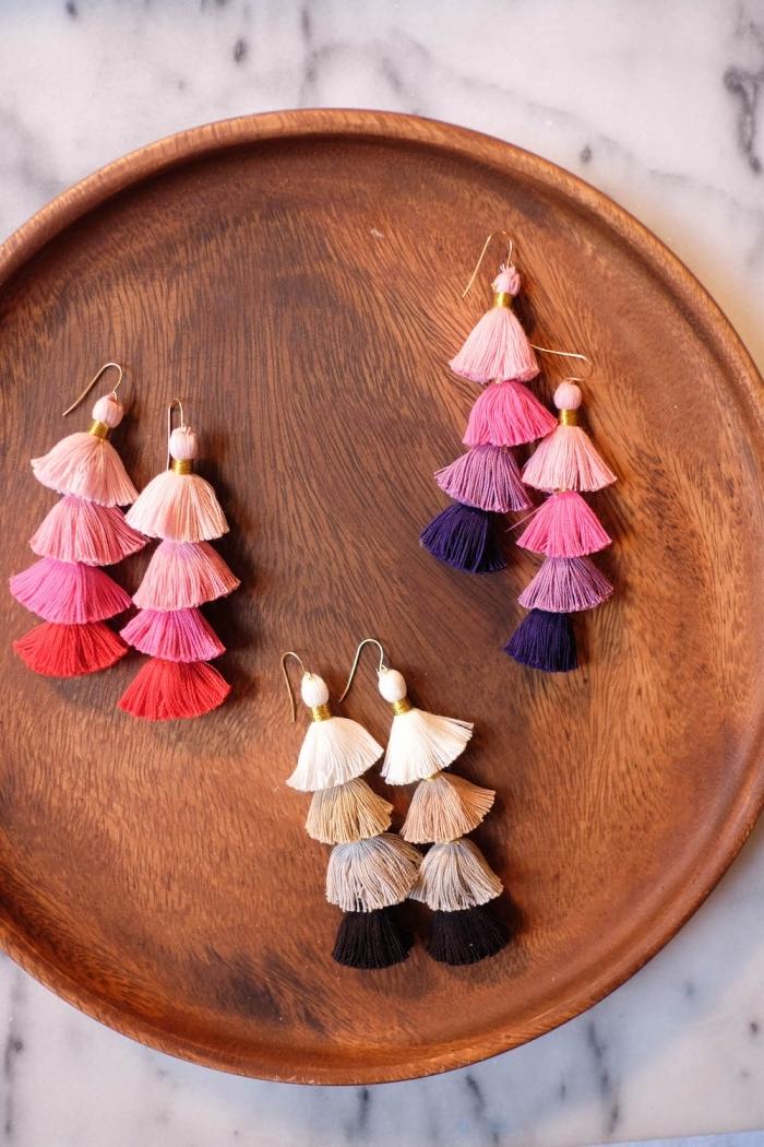 activité manuelle adulte ou ado, idée comment faire des bijoux DIY facile, modèle de boucles d'oreilles DIY en mini tassels