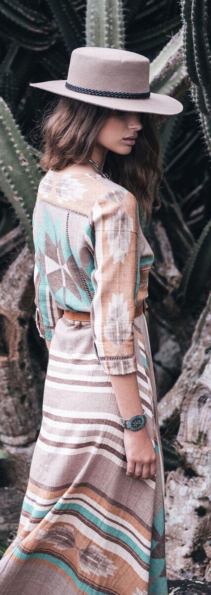 Robe bohème chic longue manche longue style bohème rustique cool idée tenue femme romantique pour les vacances d'été