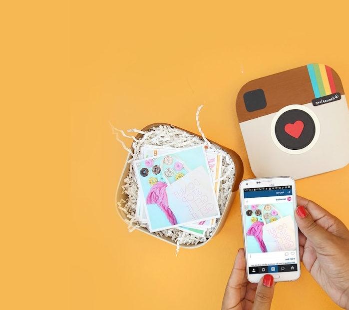 cadeau boîte à photos instagram à faire soi même, avec des photos instagram imprimées, cadeau anniversaire femme