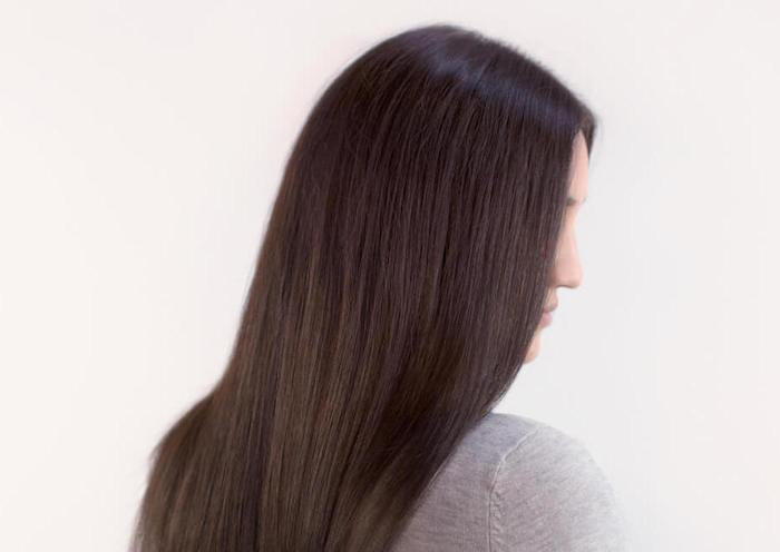 couleur cheveux brun glace sur coiffure raide et longue pour femme