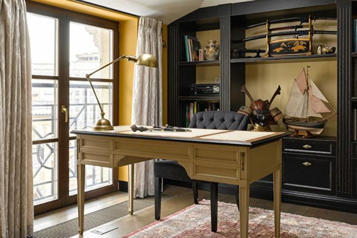 office à la maison, bureau couleur jaune pâle, porte fenêtre, meuble wengé avec objets déco