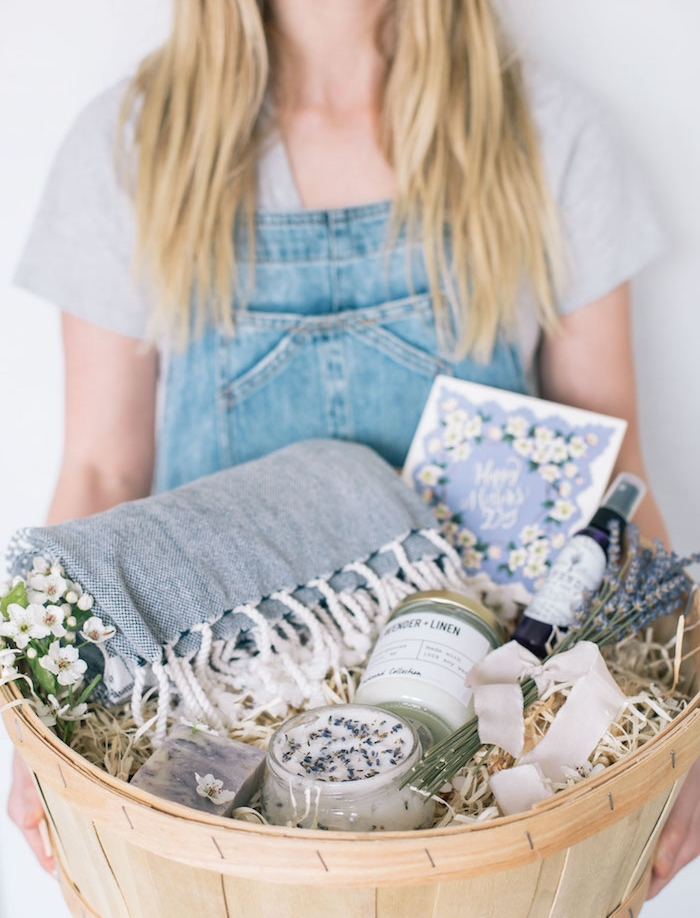 anniversaire soeur cadeau, kit spa à composer soi-même, savon fait maison, gommage corps, parfum diy, serviette de toilette