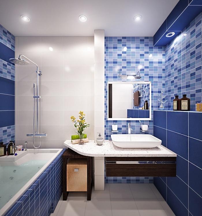 modele carrelage salle de bain en bleu marine et bleu claire combiné avec plafond et sol en carrelage blanc et comptoir granite blanc
