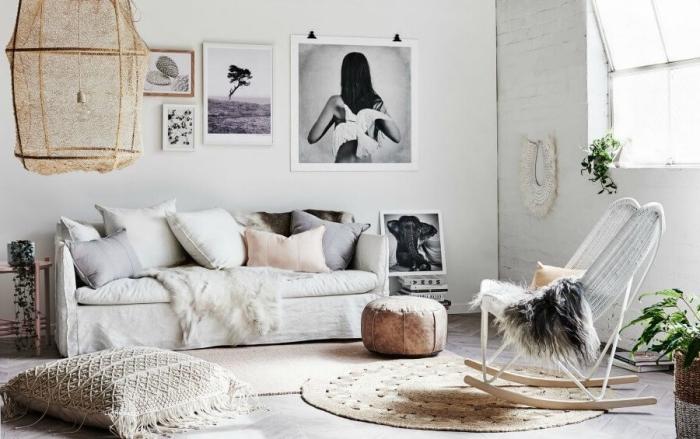 esprit boho chic dans un salon cocooning aménagé avec objets tribaux de matières et couleurs naturelles