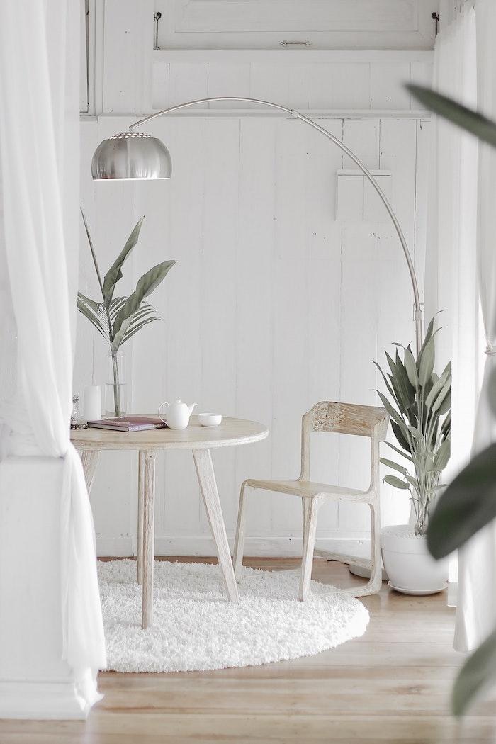 Belle chambre 12m2, les dernières tendances pour aménager une petite chambre adulte, lampe tactile, table à café bois