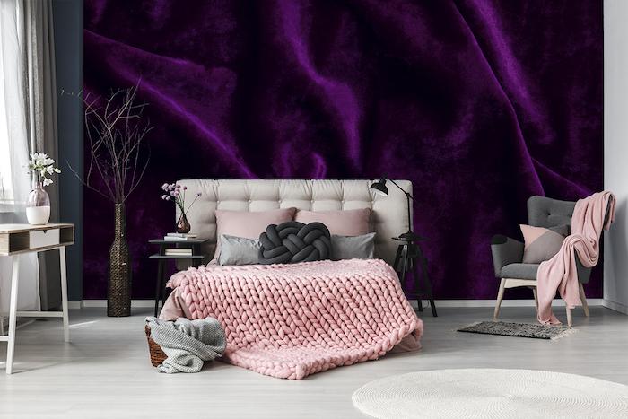 Papier peinte violet chambre à coucher rose et gris tabis ronde déco moderne couverture de lit cosy