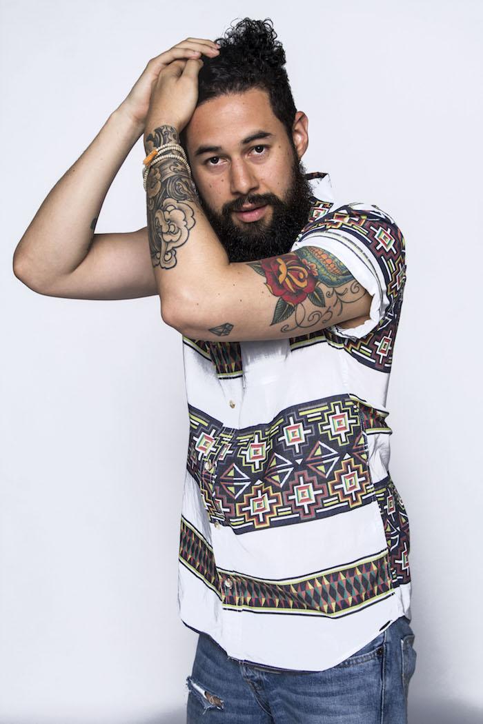 chemise manche courte homme barbe longue cheveux longs hispter style boheme ethnique chic